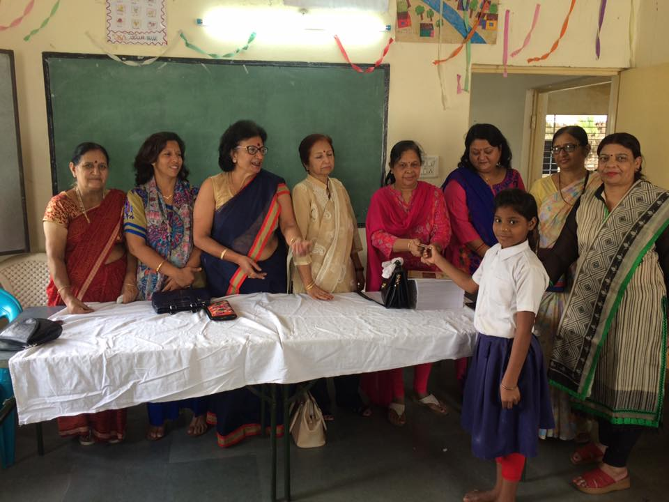 Celebrated friendship day in gov school no 124 donated furniture for class three neha jara chanda Yadwa Abhishek Solanki mahesh suryavansi got cash prizes by answering the questions Archana shrivastav distributed copies , Farida Kaul purnima raut Chanda sharma Sunita saxena pushpa agrawal attended the program with me