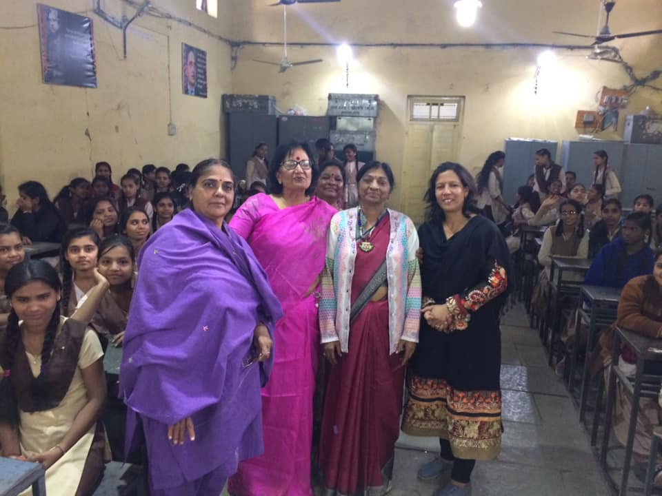 This is our 21st episode of बेटी बचाओ बेटी पढ़ाओ और उसे समझाओ in Gov girls higher sec . School sanyogitaganj thanks to Anjul kansal purnima raut and pushpa agrawal for conducting session with me